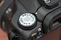 1.将相机设置为光圈优先自动曝光模式
